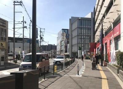 3)府道に出たら右折します。右手に「K'zone鳳店」左手に「魚民」がある道を直進します。