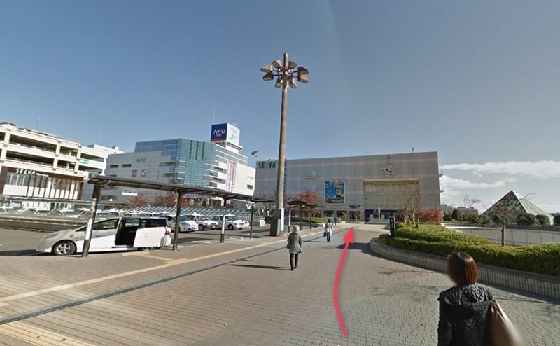 泉中央駅の東口を出て正面のセルパまで直進します。