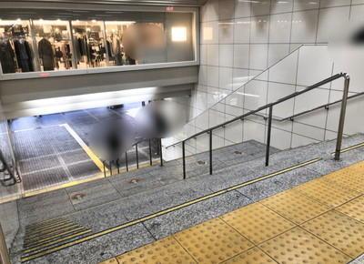 階段を降ります