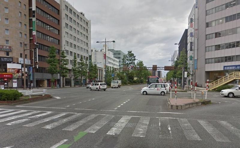 2)東大通交差点を直進し、国道7号線を約200m直進します。