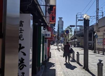 左手に富士見大勝軒、続いて松屋