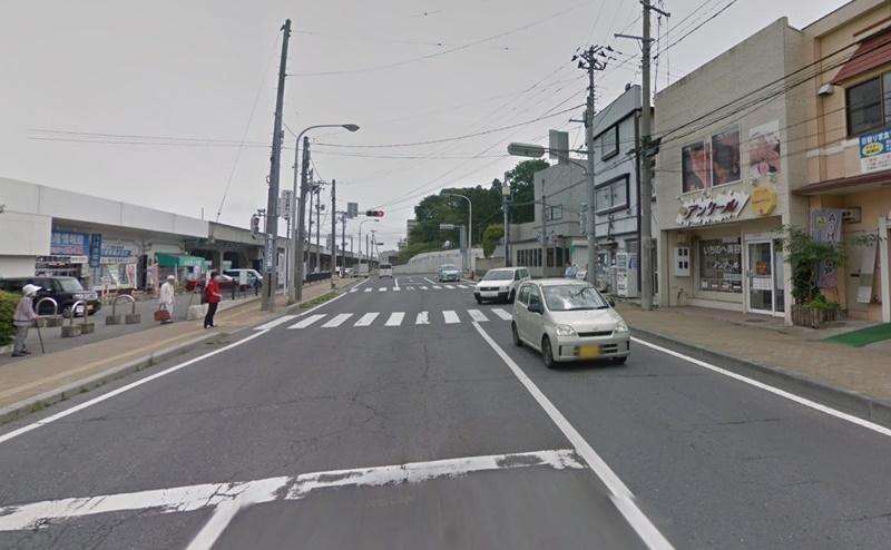 八戸駅南口交差点を右折します。