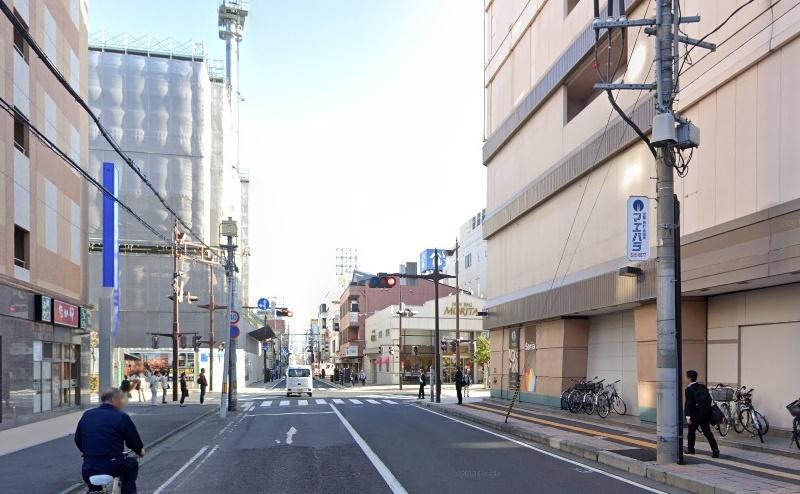 直進後、三日町の交差点右折し、約200m直進します。