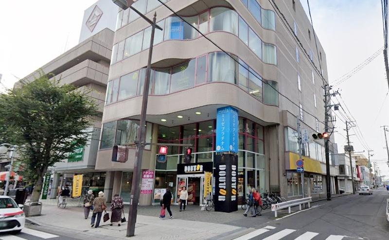 到着です。4階にグラン八戸店があります。