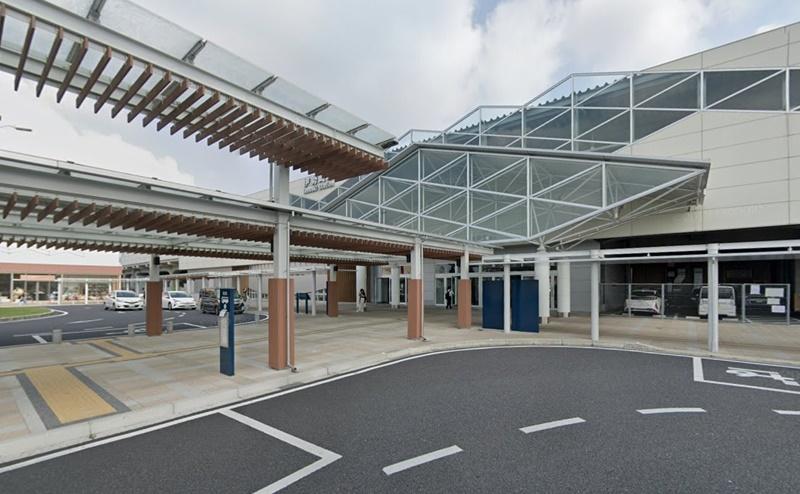 伊勢崎駅の南口を出、ロータリーに向かいます。