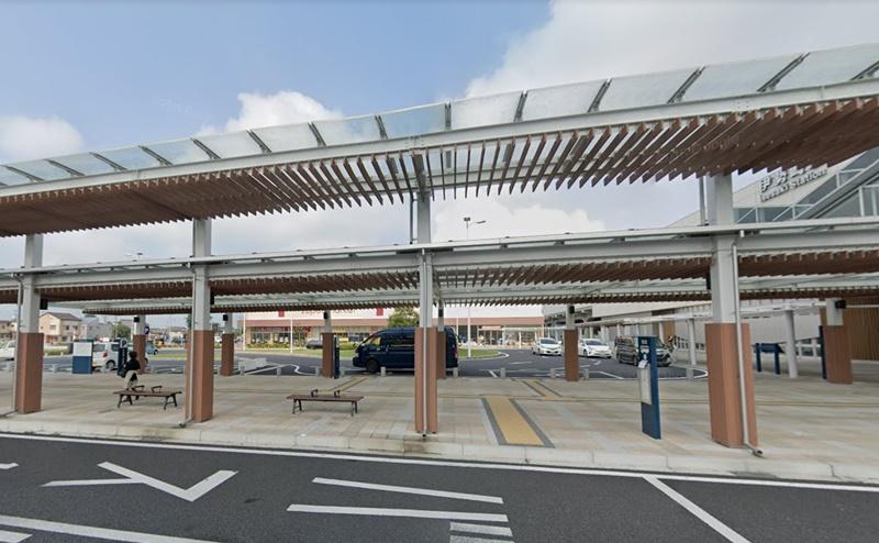 スマーク伊勢崎行きのバス乗り場があるので、ここからシャトルバスに乗車しましょう。