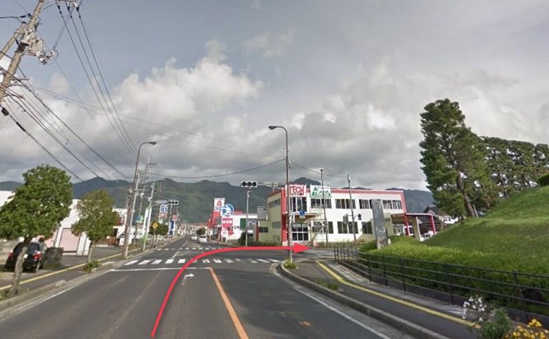 島根県立中央病院が右手にある信号を右折します。