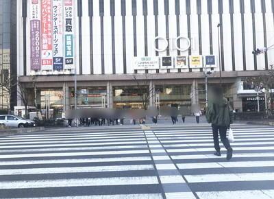 3) 目の前の横断歩道をマルイ錦糸町側へ渡ります。