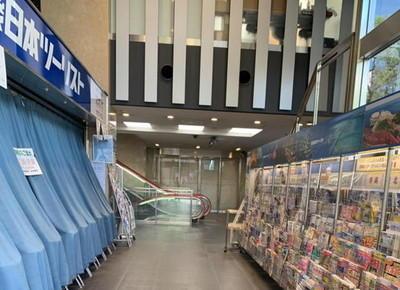 3)一階部分に入ると「近畿日本ツーリスト」があります。この先にあるエスカレーターまたはエレベーターで3階までお越しください。