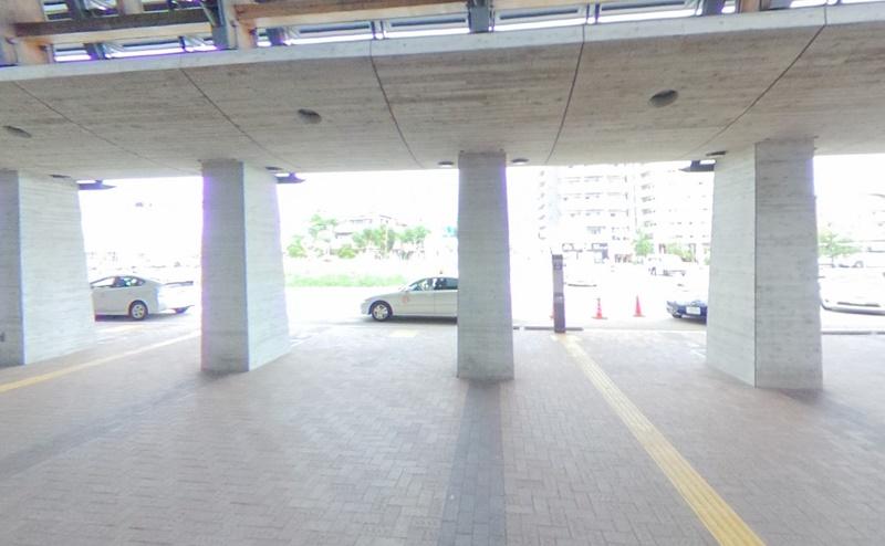 高知駅の北口を出ます。