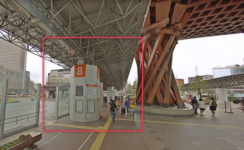 3・7・8~11番乗り場から、各線「香林坊」行きバスに乗車します。