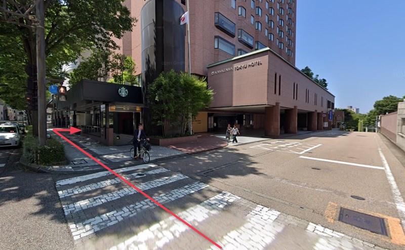 香林坊東急スクエアの4階が店舗です。