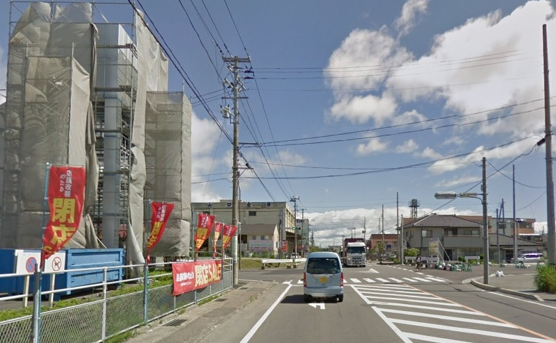 ケイヨーデイツーのある交差点を左折します。