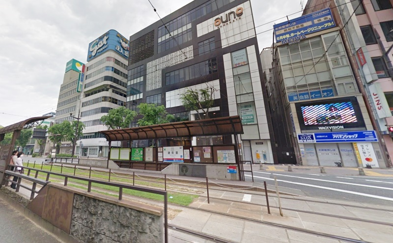 電停の出口から上通り側に向かって、横断歩道を渡りすぐ見えるaune KUMAMOTOに到着です。6階にミュゼが入ります。