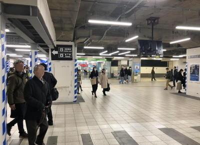 1)京橋駅の改札を出たら右折