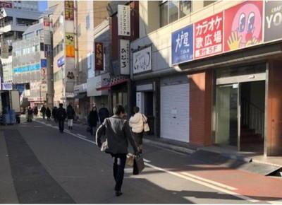 右側に大戸屋とカラオケ歌広場が見える道がありますので、そこを直進