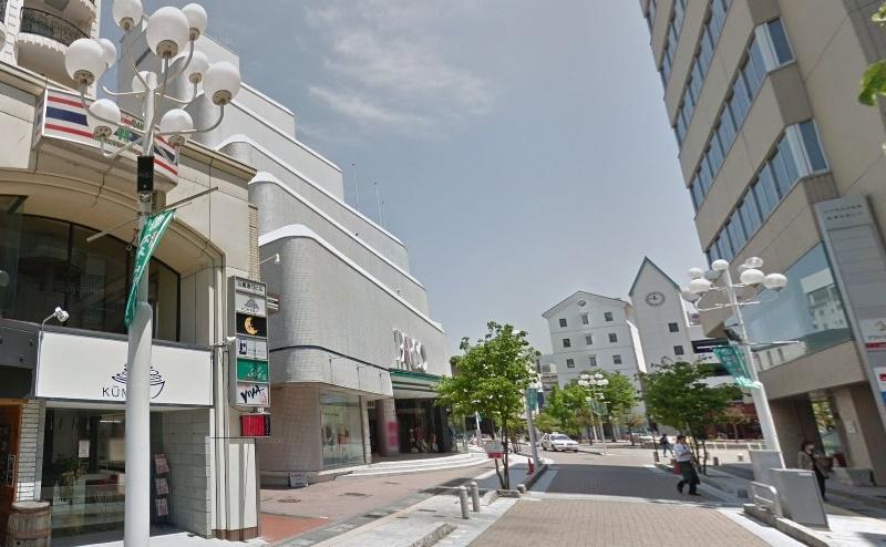 左手に松本パルコがあり、3階にサロンがあります。