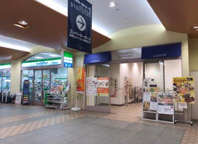3)ファミリーマートの隣にエレベーターホール入り口があります。