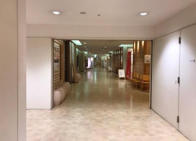 5)エレベーターを降りたら、正面へ向かって進んでください。