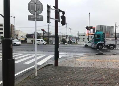 「セブンイレブン」がある交差点に出たら、左折
