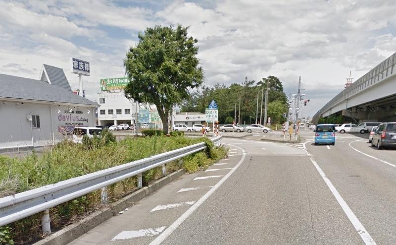新潟バイパスを女池インターで降り、新潟市役所方面の県道16号線に入ります。