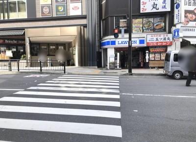 横断歩道を渡ります
