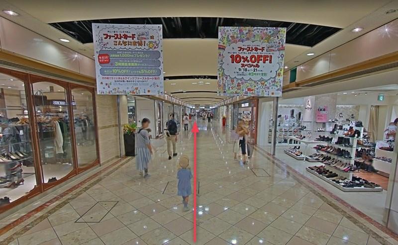 JR岡山駅地下改札口を出て岡山一番街へ入り、右方向へ直進します。