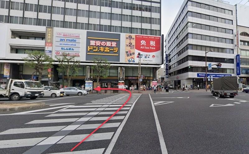 さらに横断歩道を渡ると、店舗が入る第一セントラルビル2号館です。
