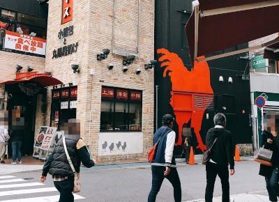 2)一つ目の角(「上海スパイス」の看板が目印の中華料理店があります)を、右折します。