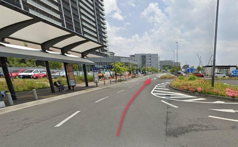 JR東北本線 長町駅のロータリーを抜けます。