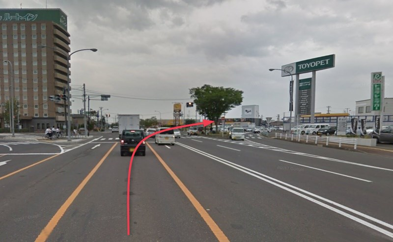 3つ目の信号がある「鹿又交差点」を右折します。