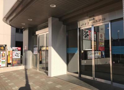 4)ビルの正面入り口から入ります。