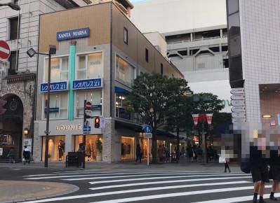 4)突き当り交差点にあるベージュ色のビルが、「サンタ・マーサ」ビルです。