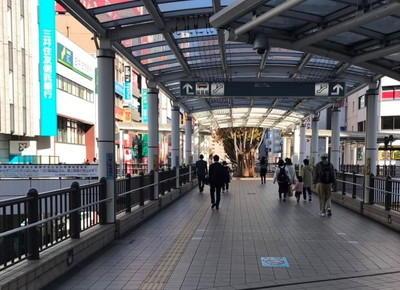 3)そのまま直進すると、左手に三井住友銀行ビルが見えてきます。