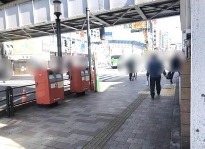 2) 突き当たりを右折して、早稲田通りを約40m直進します。