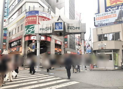 3)右手に所沢駅前交番、左手に吉野家がある通り(所沢プロペ商店街)を約200m直進します。