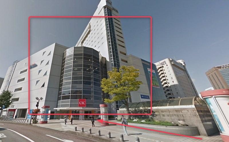 富山CiC店の2階が店舗です。