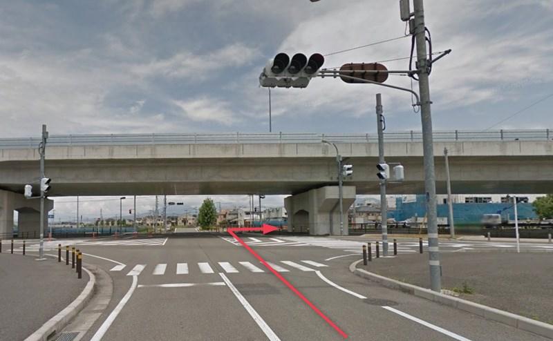 すぐ先の「下河東交差点」を右折します。