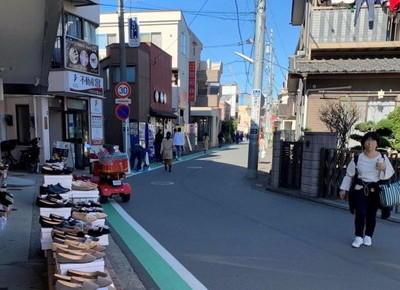4)つきあたりを右折し、そのまま直進して「ららぽーと横浜」を目指します。