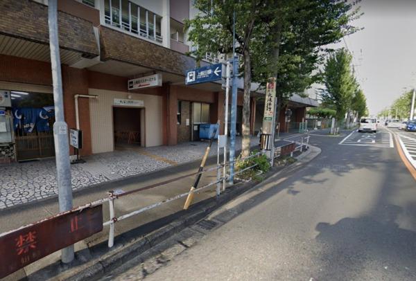 1)市営地下鉄上飯田線「上飯田駅」で電車を降り、バスターミナルへ向かいます。