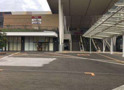 駅から「イオンモール和歌山」は直結しておりますので、天候を気にせずお越しいただけます。
