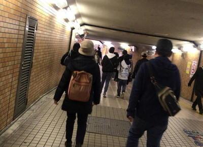 大日駅の改札を出たらコンコース階に上がり、地下連絡通路に出ます。「イオン連絡通路」という通路があるので、そこを直進します。