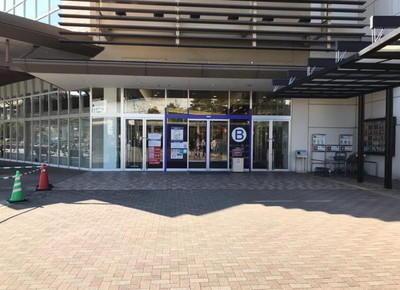 3)大きく「B」と書かれている「1階駅入り口」から入ります。
