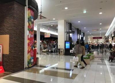 4)駅入り口から直進すると左手に「カルディコーヒーファーム」があるエスカレーターがありますので、3階に上がります。