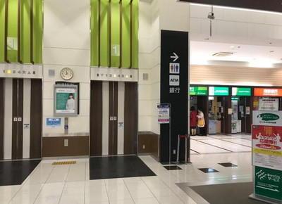 7)1階「薬局入り口」から入り、ATM横のエレベーターに乗り、3階に上がります。