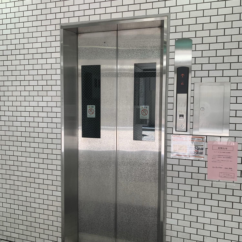 7.エレベーターで8階を選択してください。(エレベーターの点検の際はエレベーターが停止しておりますので、階段で上がっていただくことになります。ご迷惑おかけ致します)