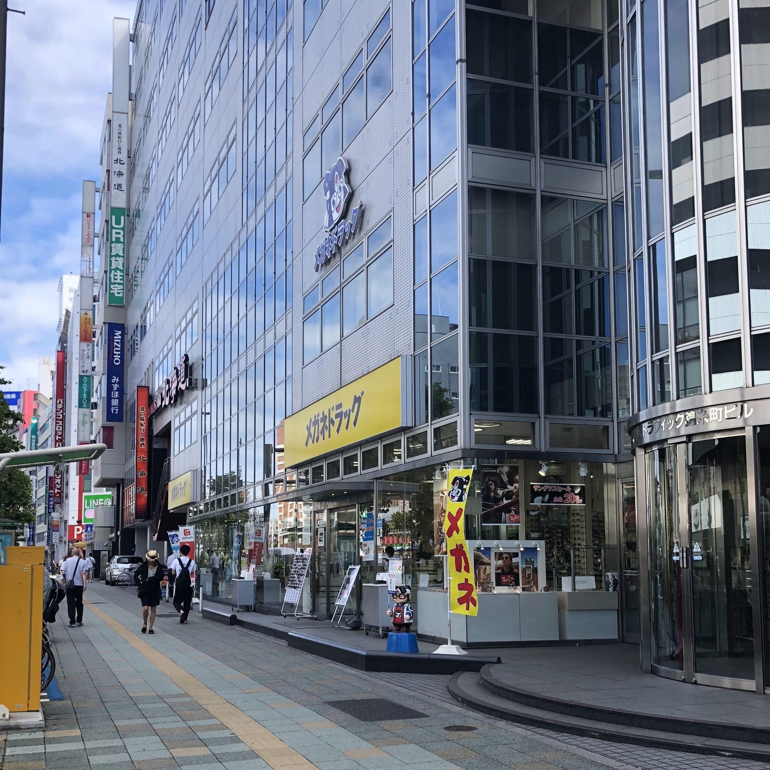 4.みずほ銀行に向かい、信号を渡ったら左に進みます。