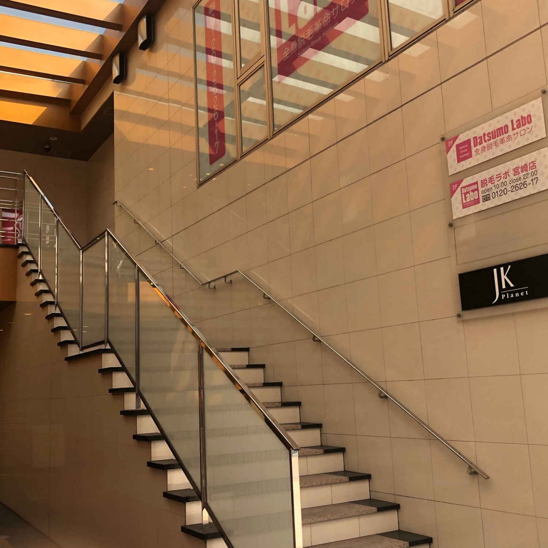 10.2Fへ階段を上がります。