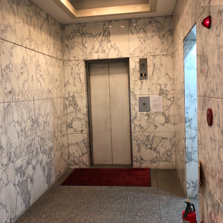 エレベータで4階