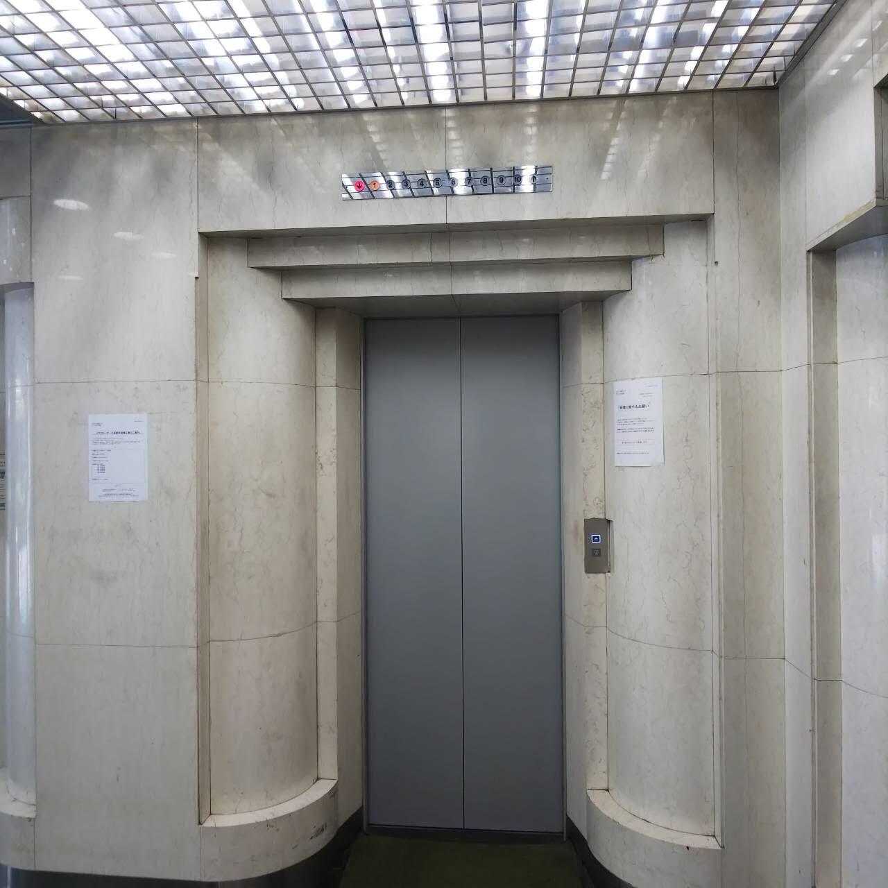 エレベーターで7F